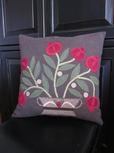 The pillow Pattern from Primitive Quilts and Patterns